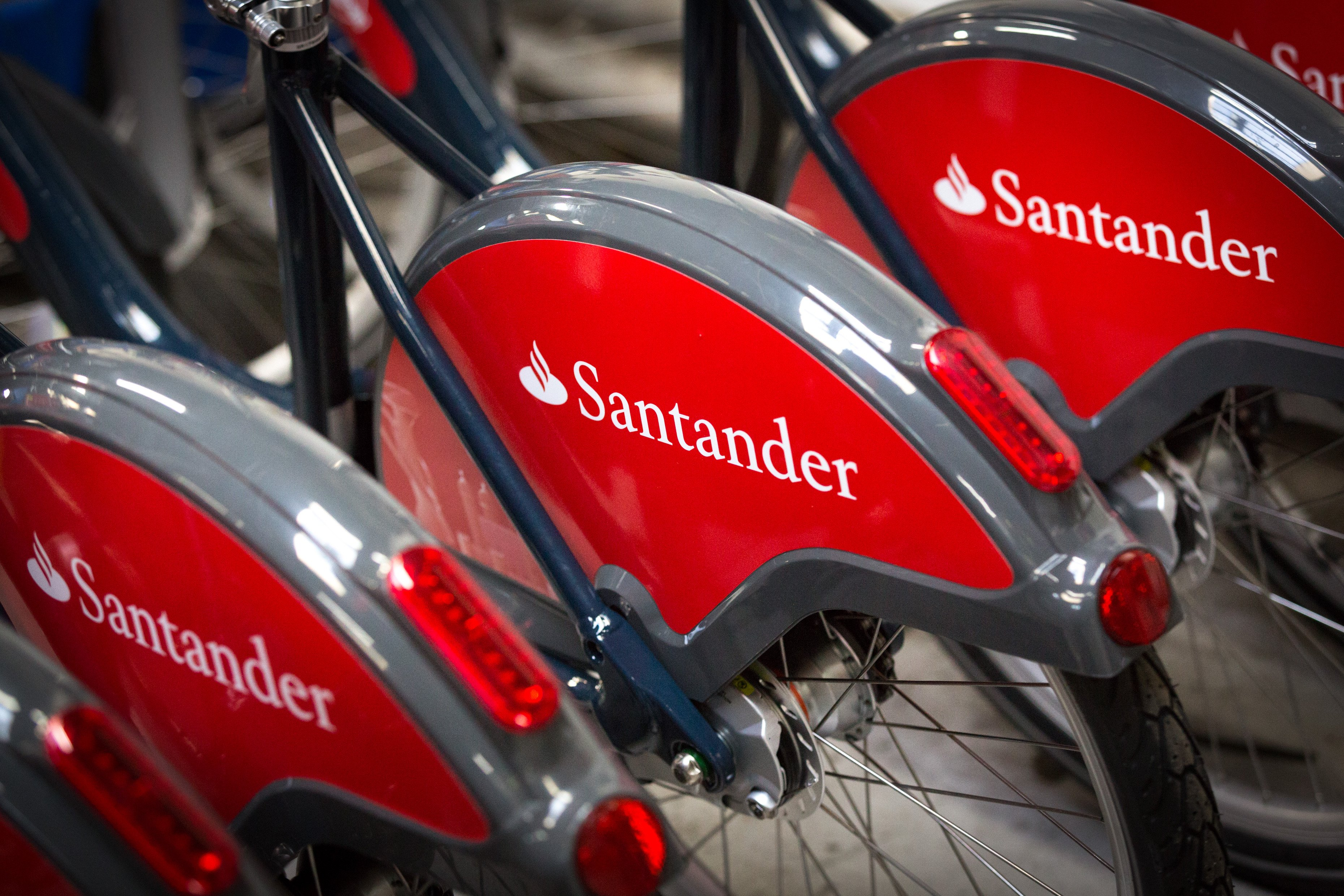 Santander cycle scheme sees record month with 1.2m hires  89e14527e